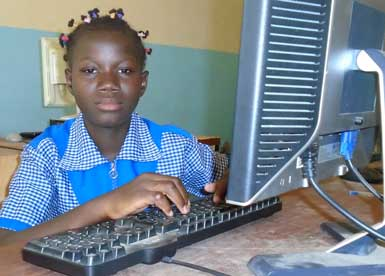 2015-06-Mary-Ouedraogo-computer_385